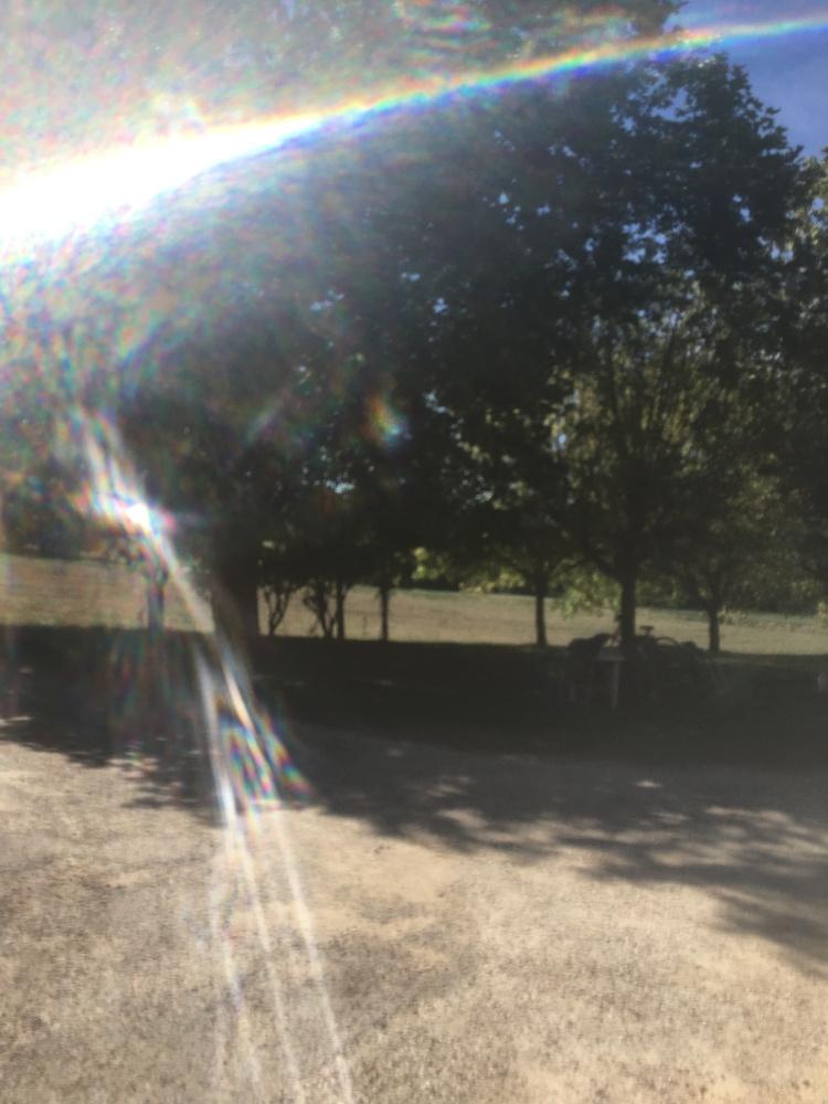 Arc en ciel baignant dans ce flot de lumière véhicule un message positif pour notre terre